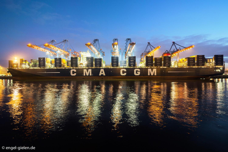 Schiffstaufe im Hamburger Hafen der CMA CGM Marco Polo